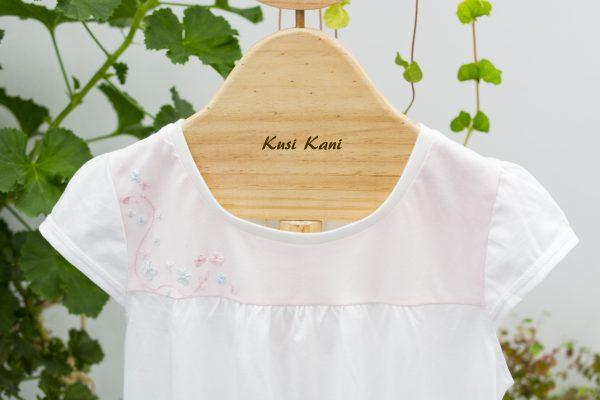 foto de piyama bordada a mano - tienda de ropa ecológica para mujeres